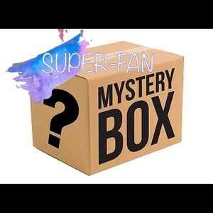 Super Fan Mystery Box, various items